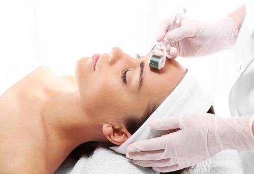 میکرونیدلینگ برای درمان آکنه و روشن سازی پوست